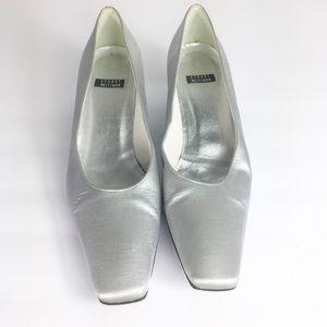 Stuart Weitzman Womens Silver Metallic Kitten Heel